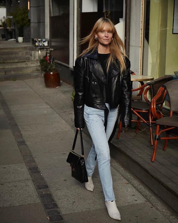 jacket black leather jacket skinny jeans ankle boots white boots black bag black sweater
