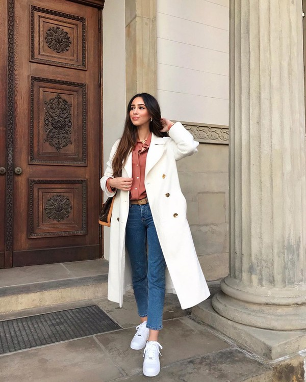 coat white coat long coat white sneakers cropped jeans shirt bag