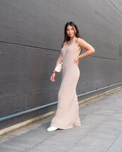 dress,maxi dress,beige,white sneakers,crossbody bag