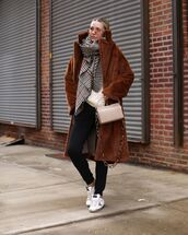 coat,faux fur coat,brown coat,white sneakers,black skinny jeans,white bag,boxed bag,white sweater,plaid,scarf