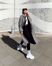 coat,long coat,houndstooth,black leggings,white top,cap