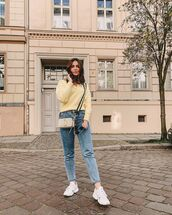 sweater,yellow sweater,skinny jeans,white sneakers,crossbody bag