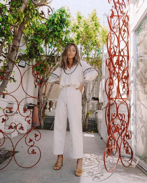 top white shirt wide-leg pants white pants high waisted pants sandals