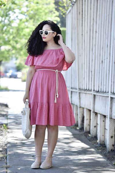 girl with curves blogger dress belt shoes bag jewels sunglasses make-up pink dress off the shoulder dress espadrilles