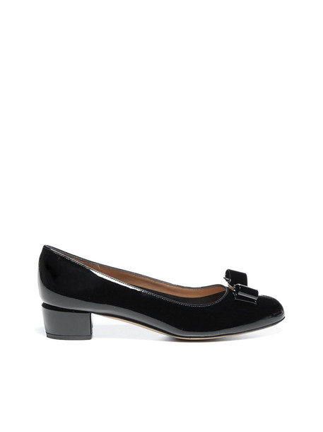 Salvatore Ferragamo Flat Shoes in nero