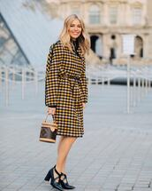 bag,bucket bag,louis vuitton bag,handbag,black shoes,pumps,patent shoes,plaid,coat,black turtleneck top
