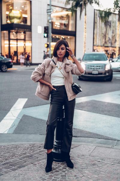viva luxury blogger jacket coat shearling jacket mango ankle boots black boots high waisted pants white t-shirt black bag