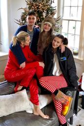 shoes,ugg boots,bella hadid,gigi hadid,hadid sisters,celebrity,model off-duty,instagram,christmas,holiday season