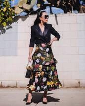 skirt,floral skirt,maxi skirt,ruffle,black skirt,high waisted skirt,pumps,black bag,black blazer