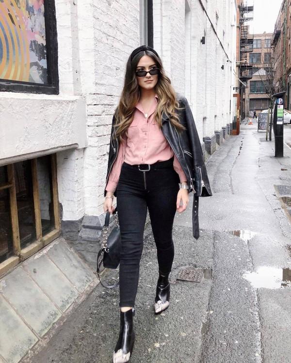 top shirt pink shirt black bag black boots ankle boots black skinny jeans topshop black belt black leather jacket