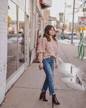 sweater,knitted sweater,ankle boots,heel boots,cropped jeans,straight jeans,high waisted jeans,shoulder bag