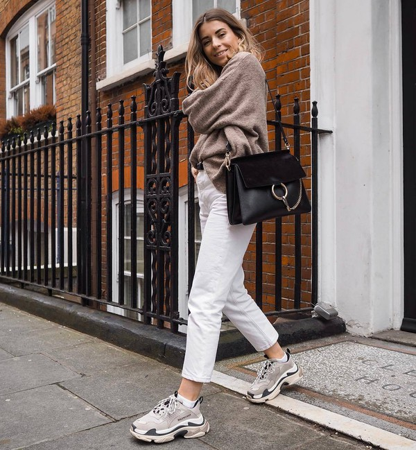 bag black bag sneakers straight jeans white jeans oversized sweater