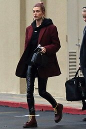 sweater,hoodie,celebrity,model off-duty,blazer,boots,DrMartens,fall outfits