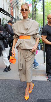 bag,celebrity,suit,pants,blazer