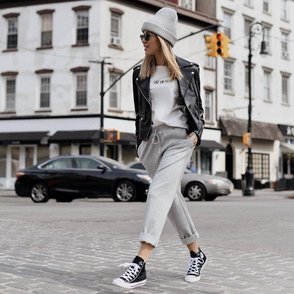 jacket black leather jacket sneakers converse grey pants joggers white t-shirt beanie