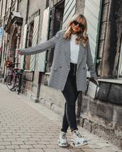 jacket,blazer,gingham,black and white,black jeans,skinny jeans,high waisted jeans,sneakers,white bag,white t-shirt