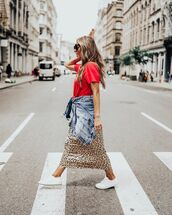 top,t-shirt,midi skirt,leopard print,white sneakers,denim jacket