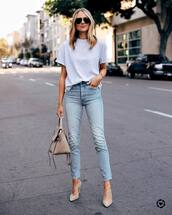 jeans,high waisted jeans,skinny jeans,pumps,bag,white t-shirt,sunglasses,denim,blue jeans,t-shirt,grey t-shirt,shoes