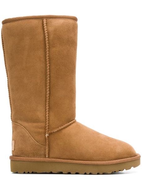 UGG fur-lined snow boots in brown