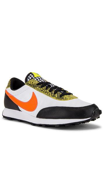 Nike Daybreak Sneaker in White,Black