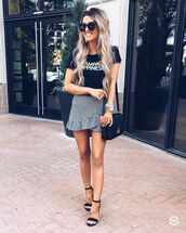 skirt,mini skirt,plaid skirt,h&m,black t-shirt,black sandals,black sunglasses,black bag