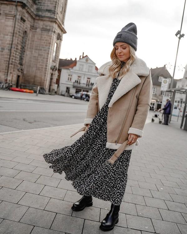 jacket shearling jacket black boots maxi dress floral dress beanie