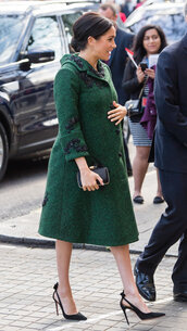 shoes,coat,emerald dress,meghan markle,celebrity,pumps