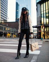 jacket,leather jacket,black boots,ankle boots,bag,black jeans,skinny jeans,black turtleneck top,cap