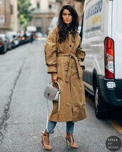 coat,beige coat,trench coat,sandal heels,white bag,skinny jeans