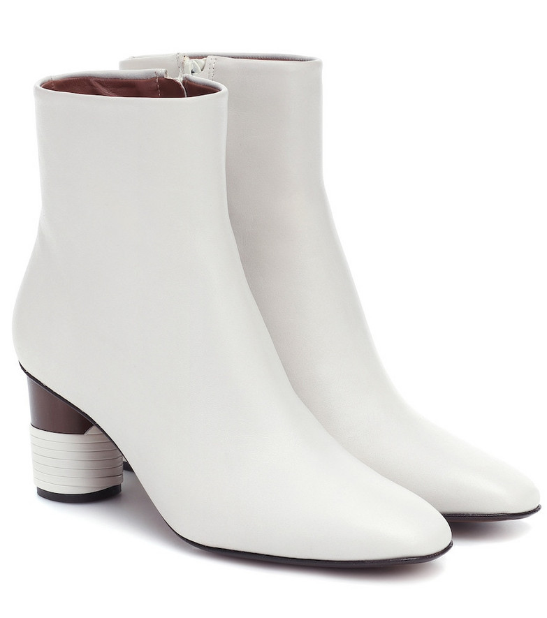 Souliers Martinez Asturias leather ankle boots in white