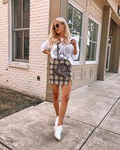 skirt,mini skirt,plaid skirt,top,white top,sneakers