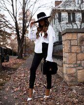 jeans,black skinny jeans,pumps,white shirt,black bag,hat