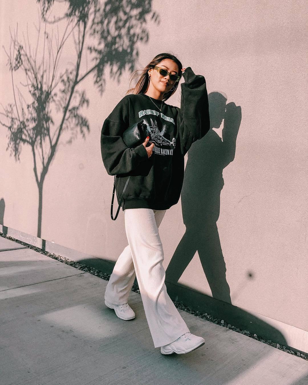pants white pants wide-leg pants mango sweatshirt black bag casual streetstyle