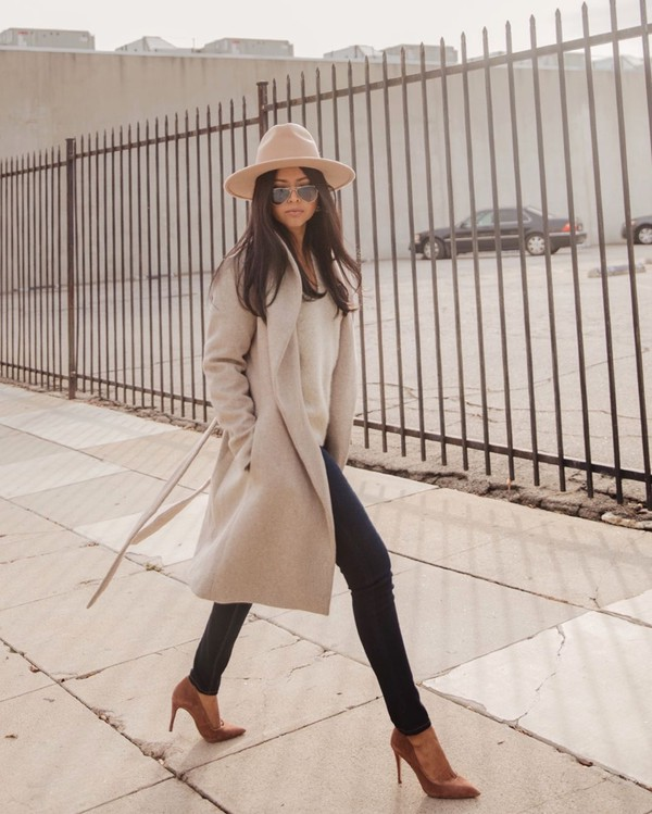 coat grey coat pumps skinny jeans knitted sweater felt hat