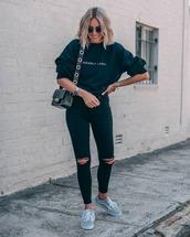 top,sweashirt,sweatshirt,black skinny jeans,ripped jeans,topshop,sneakers,vans,black bag,shoulder bag,casual,streetstyle
