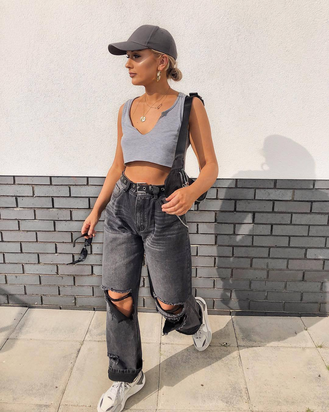 top crop tops grey top pretty little thing white sneakers boyfriend jeans ripped jeans cap black bag