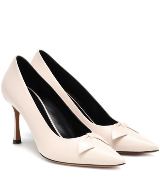 The Row Champagne leather pumps in beige / beige