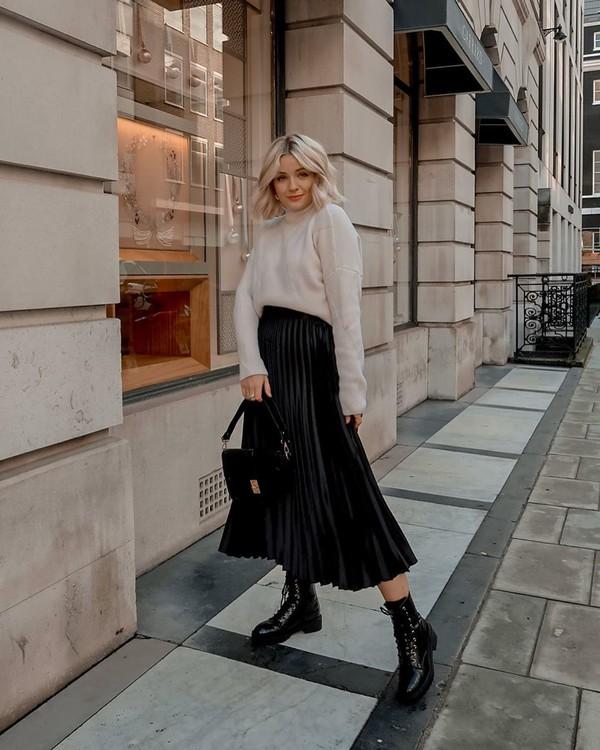 skirt pleated skirt black skirt midi skirt ankle boots black boots black bag velvet turtleneck sweater