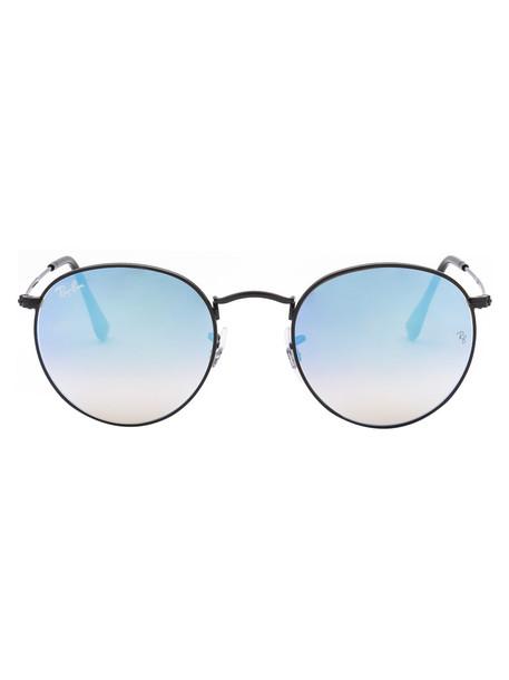 Ray-Ban Sunglasses in black