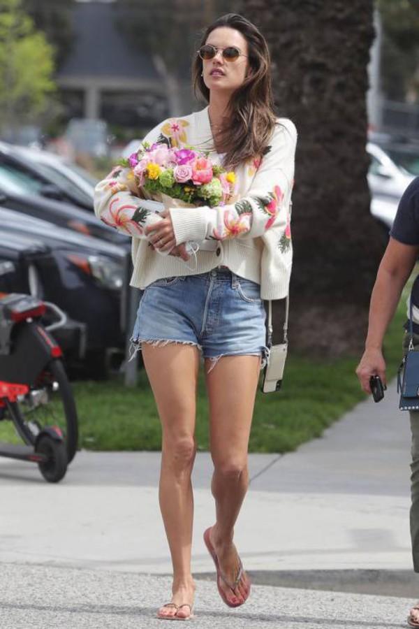 sweater flowers alessandra ambrosio model off-duty denim shorts streetstyle casual
