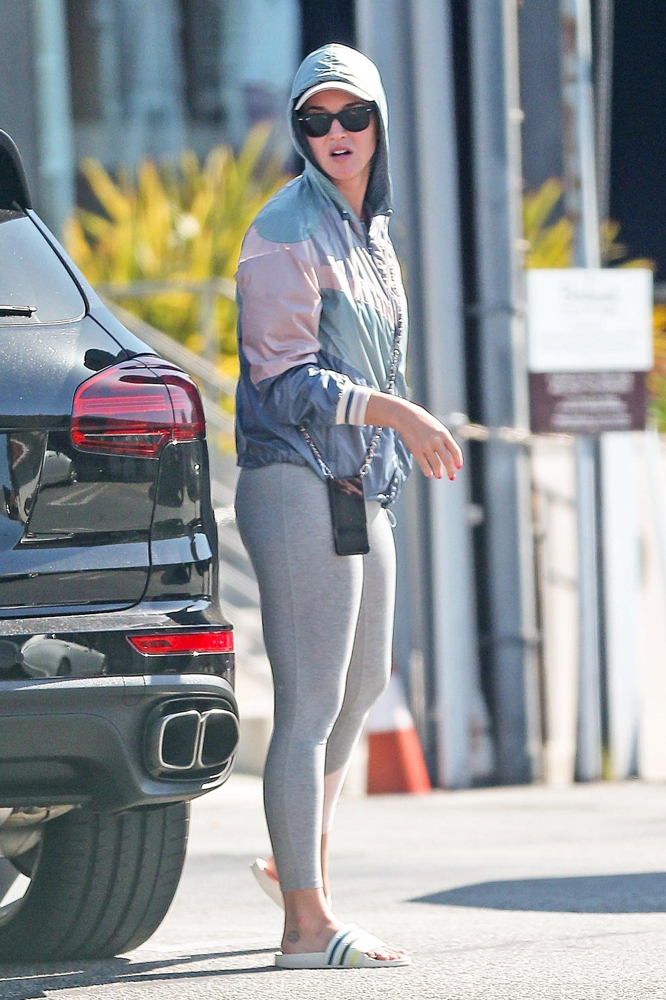 jacket katy perry celebrity sportswear sporty leggings