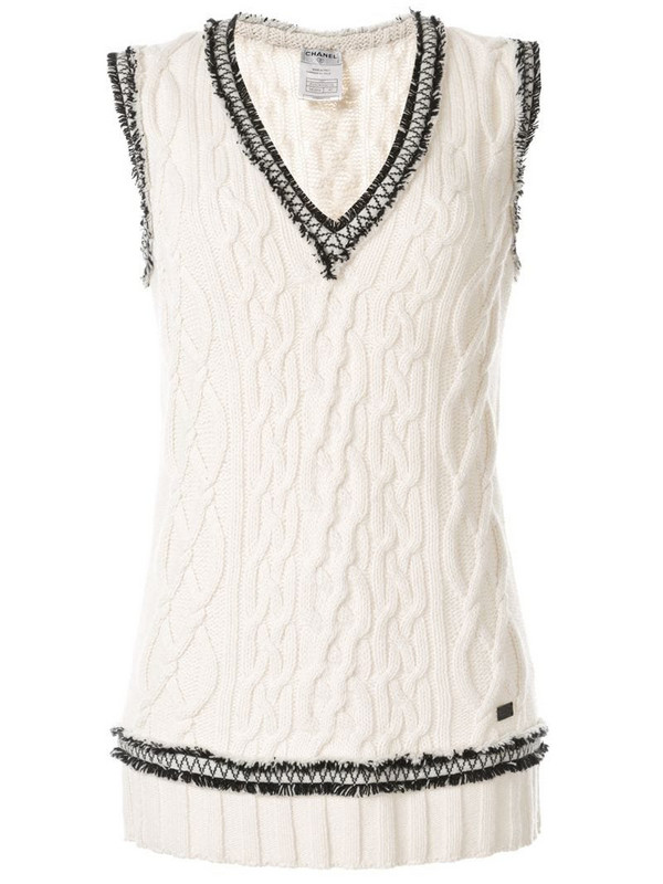 Chanel Pre-Owned fray-trimming knitted vest in white