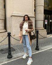 coat,beige coat,fur collar coat,sneakers,mom jeans,white sweater,turtleneck sweater,bag