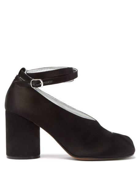 Maison Margiela - Tabi Split Toe Satin Pumps - Womens - Black