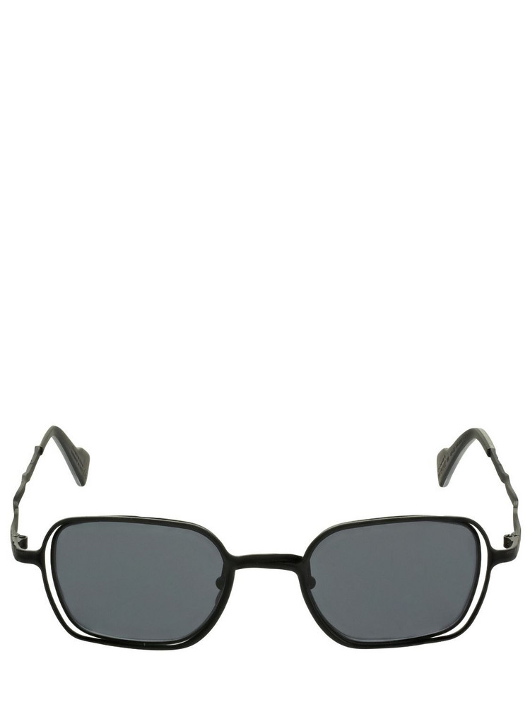 KUBORAUM BERLIN H22 Squared Metal Sunglasses in black / grey