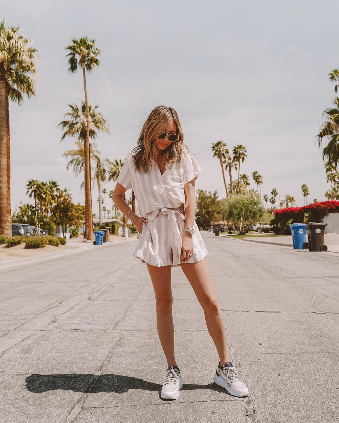 shorts High waisted shorts stripes striped shirt sneakers summer outfits