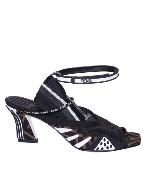 Fendi Ffreedom Logo Detail Sandals in nero