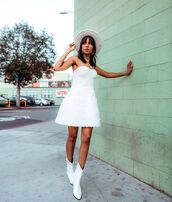 shoes,white boots,white skirt,corset,hat,mini skirt