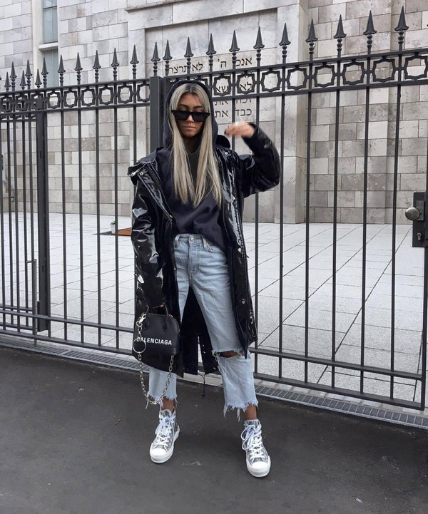 bag shoulder bag sneakers cropped jeans boyfriend jeans vinyl black coat black bag black hoodie black sunglasses