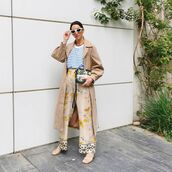 pants,wide-leg pants,floral,sneakers,trench coat,striped top,bag